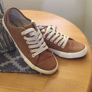 3/$9🔴Universal Thread Basketweave Sneakers